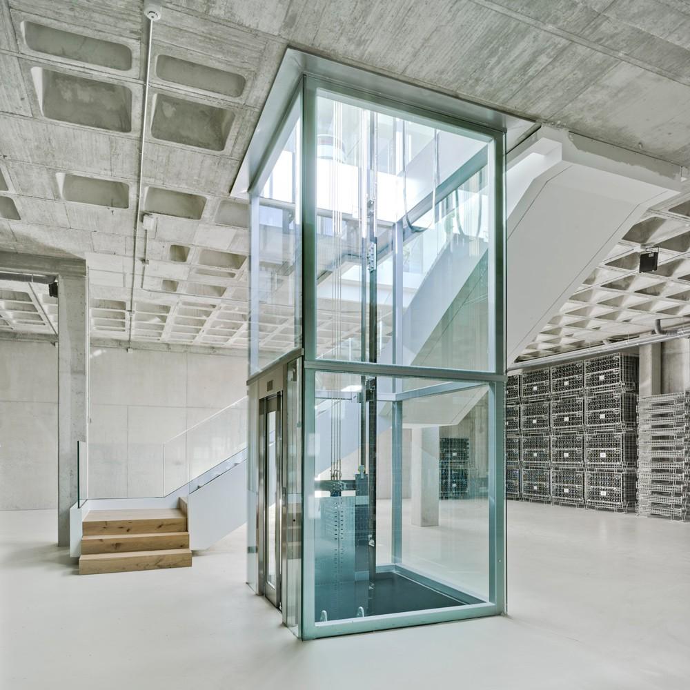 arquitectura-murcia-barricas-dormitorio-botellas-vino-jumilla-casa-rojo-enologia-creativa