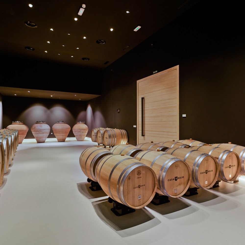 arquitectura-murcia-sala-de-barricas-vino-jumilla-casa-rojo-enologia-creativa